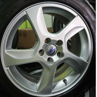 17 inch Volvo Stock Rims with 215/50/17 Tyres