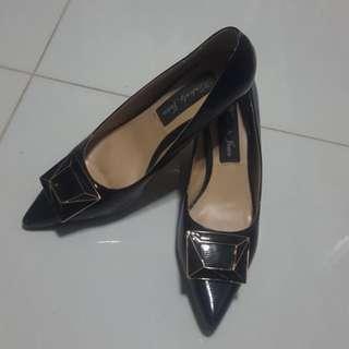 Low black heels