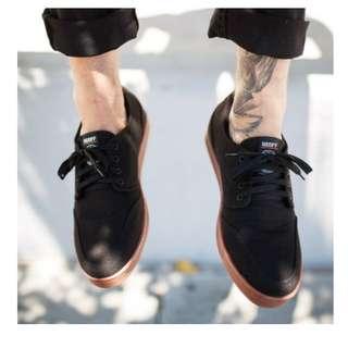 Sepatu Sneakers Pria Geoff Max Authentic Black Gum