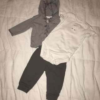 Carter's onesie set
