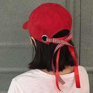 Po: Ribbon tied baseball cap