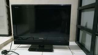 "Toshiba Regza LCD 24PB1E 24"" Like new !"