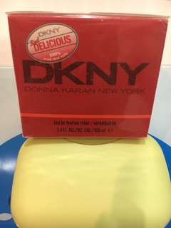 DKNY Red Delicious 100% New York