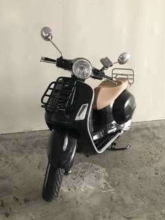 Piaggio Vespa GTS150 ABS Scooter
