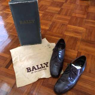 Vintage Bally laced brown shoes