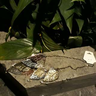 Branded layerd leaf necklace