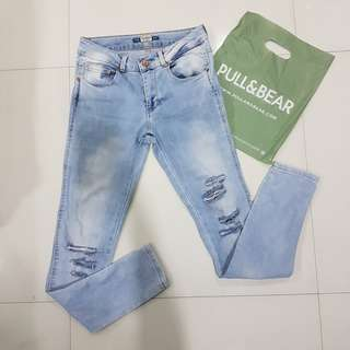 Preloved Authentic Pull & Bear Ripped Branded Tattered Jeans Pants