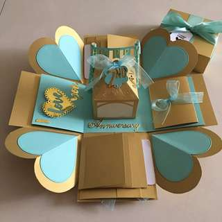 Explosion box with lighthouse, 8 waterfall and pull tab in gold & Tiffany