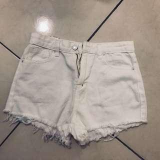 🚚 白色刷破短褲