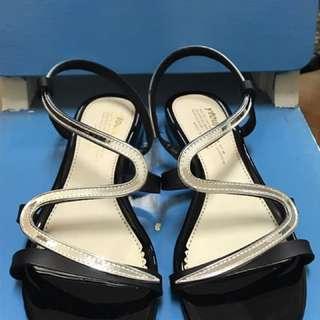 黑色羅馬涼鞋