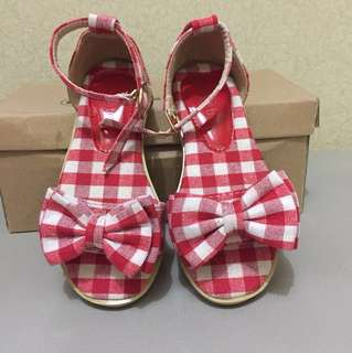 Sepatu sandal cantik