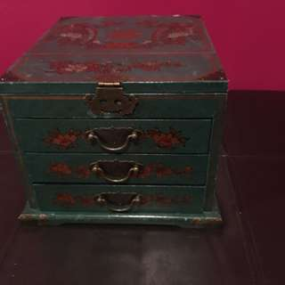 Bombay Company Storage box / makeup box / box with mirror