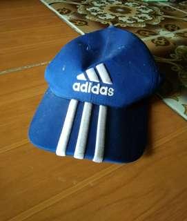 Topi biru