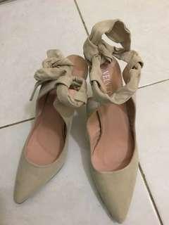 Velvet Alexis Back bow pointed heels