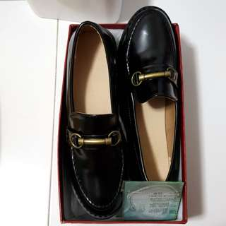 BN leather loafers