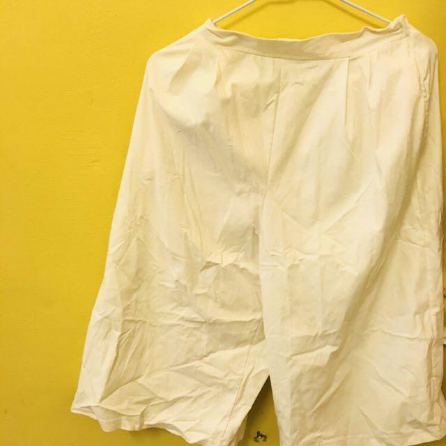 白色彈力面料寬褲