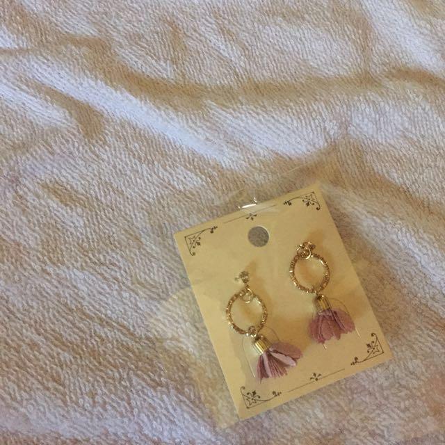 粉色圓環垂吊小花朵耳環