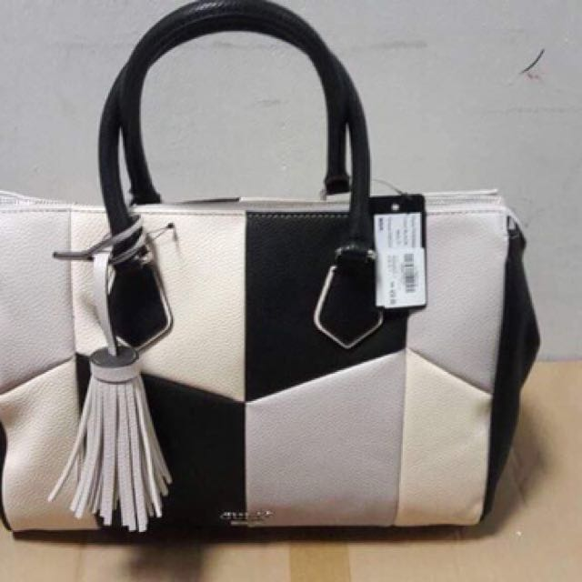 💯% authentic, money back guarantee! Guess bags from KSA