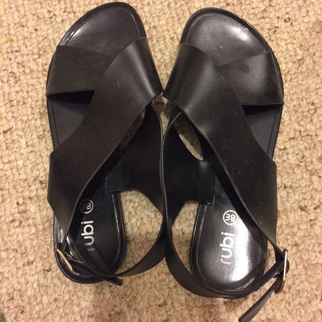 Black jelly cross over sandals