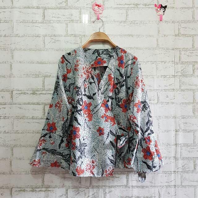 Blouse flower kimono lengan terompet