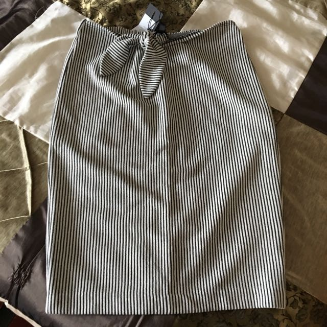 BNWT dynamite knotted skirt size XS