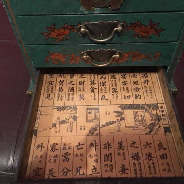 Bombay Company Storage box / makeup box / box with mirror