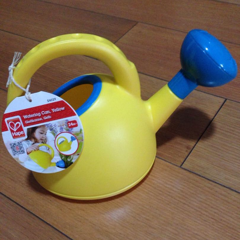 Hape watering can