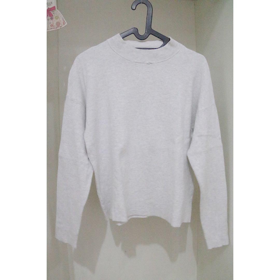 H&M Greyish White Sweater (DEFECT)