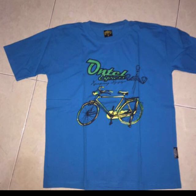 Kaos biru sepeda