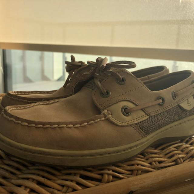 PRICE DROP: Brand new Sperry slides size 6.5
