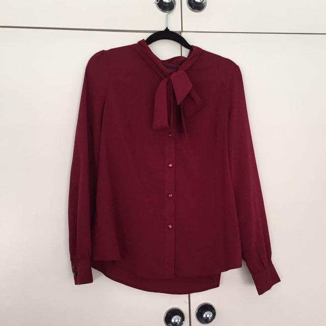 Retro burgundy blouse w neck tie