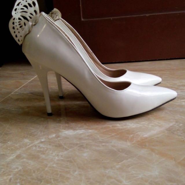 Sepatu putih white