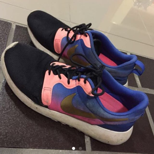 Size 7/8 Hyperfuse Roshes