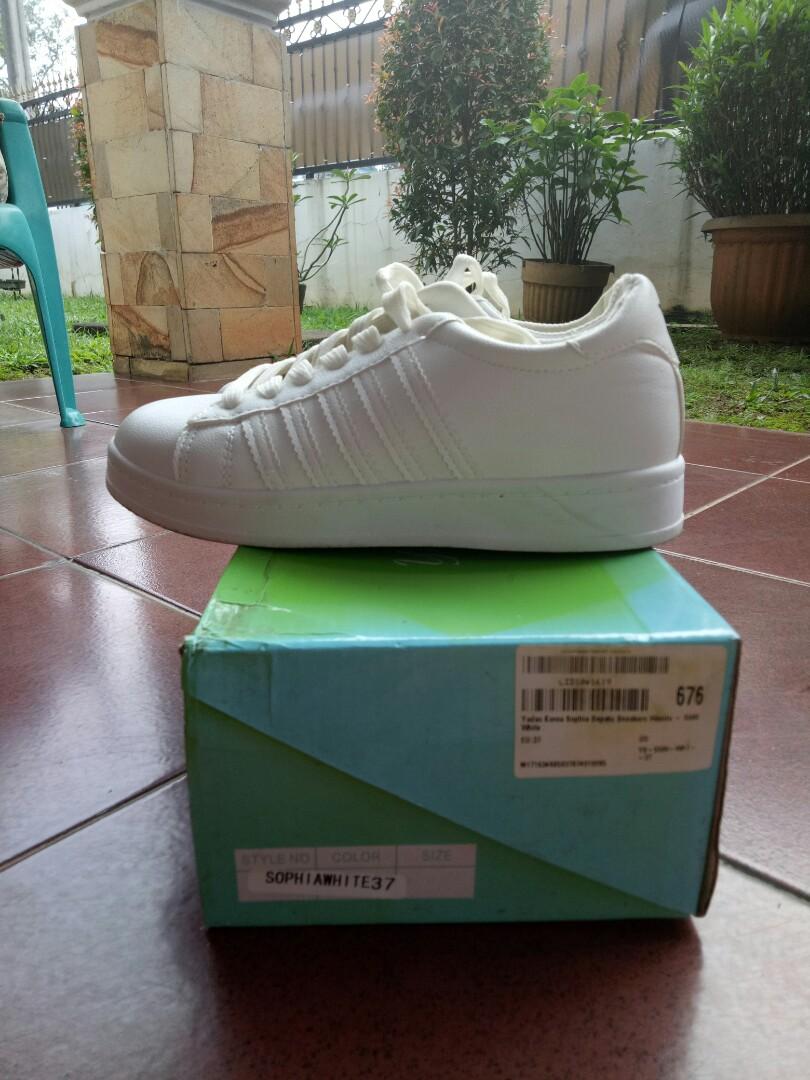Sneakers putih / white sneakers