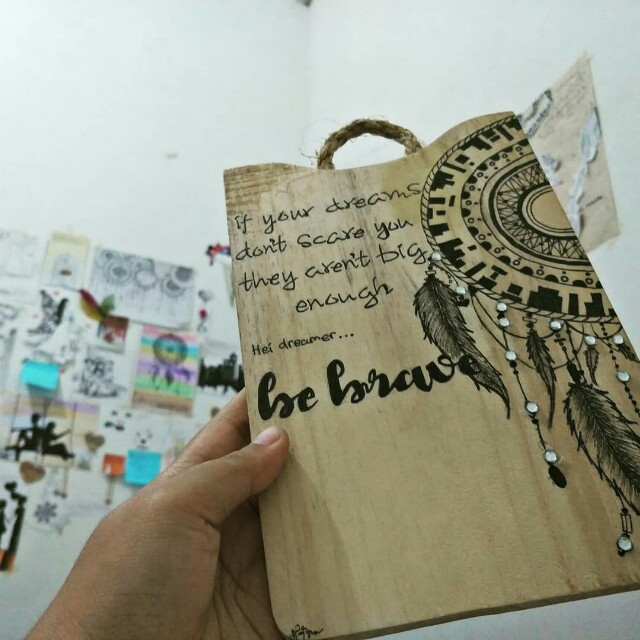 Talenan Kayu Lukis Catch Dream Design Craft Artwork On Carousell