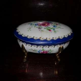 Ricardo porcelain jewelry box
