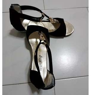 Low Heel Black Shoes with back zip