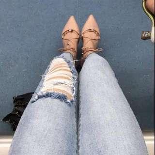 低腰淺藍色牛仔褲