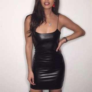 【黑店】歐美時尚 性感合身細肩帶PU皮包臀洋裝 細肩帶夜店洋裝