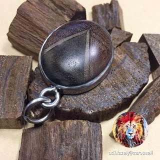 Exclusif Loket: Kayu Gaharu Panah Petir, Akasia Panah Petir & Cendana Merah (Raw piece kayu hanya sekadar hiasan. Bukan antara 3 kayu loket itu.)