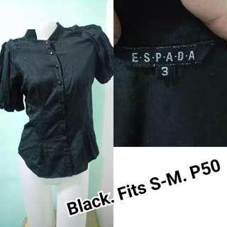 Black polo. Puff sleeves