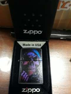 Zippo tengkorak ungu
