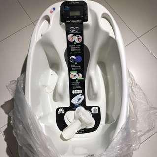 Aqua digital scale bathtub