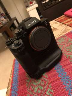 Sony A7R ii with battery grip and 3 batteries + portable original charger