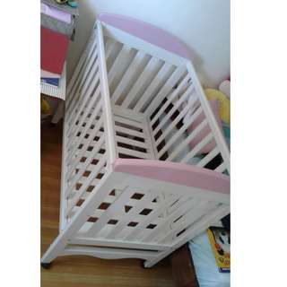 Wooden Crib - white with pink