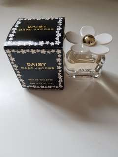 BRAND NEW MARC JACOBS DAISY EAU DE TOILETTE 4ML