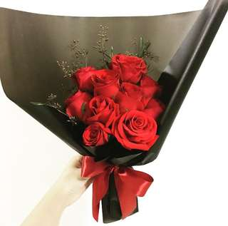 Red Roses Bouquet in 10 pure roses with rustic theme