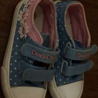 Girl sneaker shoes size 28