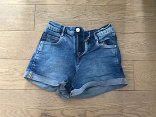 Zara - denim shorts in light blue / jeans / hot pants
