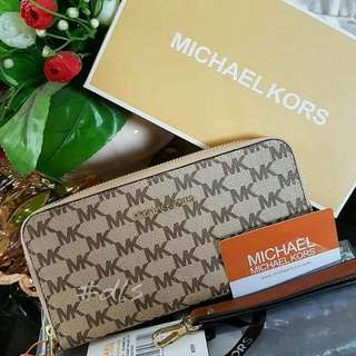 Michael Kors MK with Wristlet Jet Traveller Purse